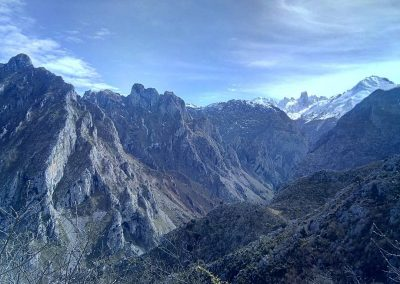 trekking por la sierra de Dobros, Cabrales, Asturias. Impresionantes vistas sobre los Picos de Europa y el Naranjo de Bulnes o Picu Urriellu