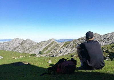 rutas de montaña en Picos de Europa. Camino de Vegaredonda