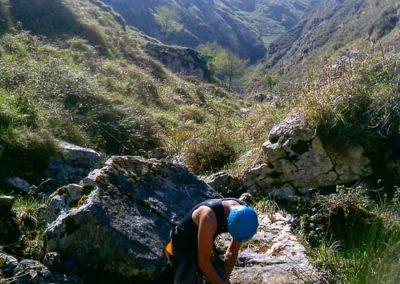 Descenso de cañones y barrancos. Barranquismo en LLanes y la Sierra del Cuera. Barranco del Valcabrero, tramo superior.