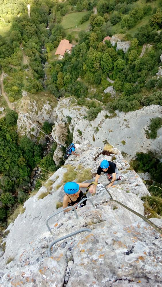 Escalada vía ferrata de Valdeón. Cordiñanes, Picos de Europa.
